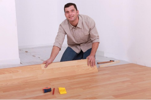 A flooring expert from San Antonio installing laminate flooring