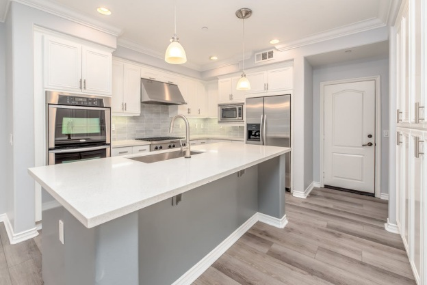 A kitchen with gray tones