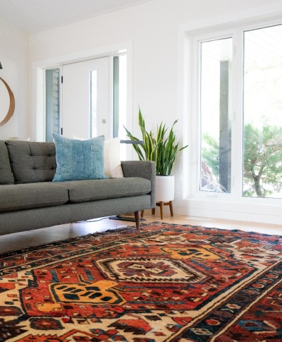 A multi-colored carpet in the sitting area of a home